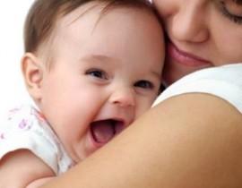 porteo-bebe-mama-madre-abrazo-ingenieria-hospitalaria-lazo-hijo