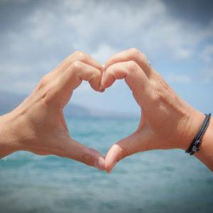 corazon-heart-consejos-cuidar-salud-bienestar-cardioproteccion-DEA-desfibrilador-desfibrilacion-ingenieria-hospitalaria