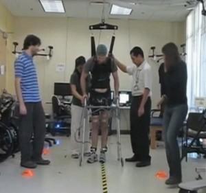 hombre-paraplejico-cerebro-actualidad-tecnologia-ondas-cerebrales-ingenieria-hospitalaria