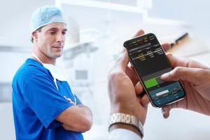 app-movil-celular-medicina-futuro-tecnologia-salud-ingenieria-hospitalaria-equipos-medicos